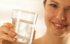 口干皮肤变差是在提醒身体缺水 健康喝水及时补水