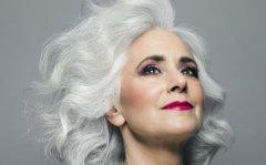 导致白发的根源因素 头发白多吃黑芝麻促近头发增长