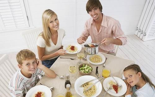 别一个人吃饭 看看20条健康吃饭黄金标准