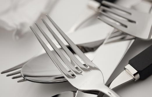不锈钢餐具的使用误区
