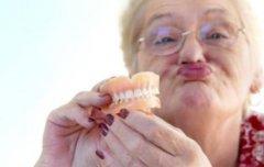 假牙绝对不是装点门面 不戴假牙导致营养不良