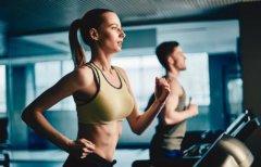 跑步能强身健体增强肌肉 学会跑步正确技巧保护膝盖