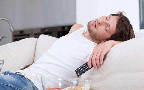 男人不要晚睡六种伤害别忽视