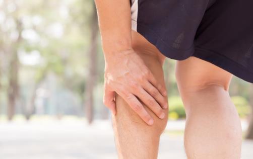 缺钙会导致小腿抽筋 小腿抽筋时穴位按摩的方法