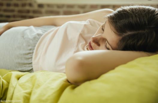 每晚睡8小时女性不易骨折 强壮骨骼