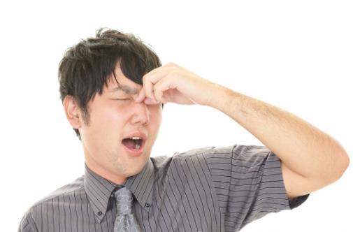眼睛畏光睁不开也许是干眼症 预防干眼症要多多眨眼