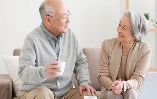 长期便秘是老年人的一颗定时炸弹 揉肚子促进肠蠕动