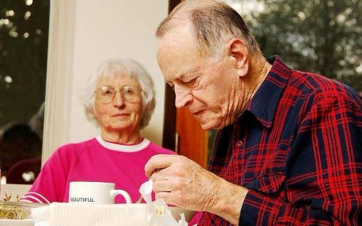 女性更易得老花眼 老花眼的饮食调理食疗方