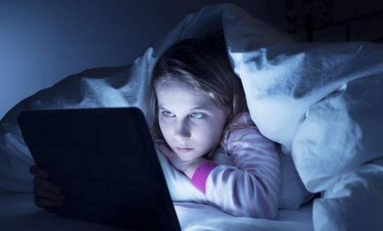 熬夜的8大危害性 女人晚睡比男人更容易长胖