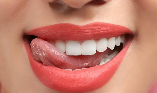 牙齿发黄怎么办 几招帮你洁牙美白