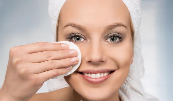 怎样完美卸掉眼妆 眼妆需要选用专用卸妆产品