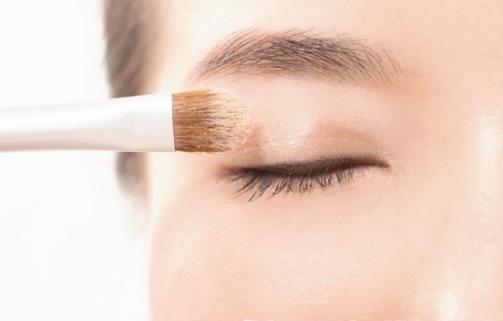让你变身大眼萌妹纸的眼妆秘诀 不能只在眼睛上做文章