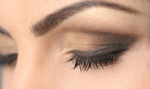 眼皮下垂可能是病