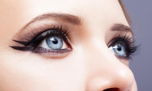 眼部卸妆有技巧 赶紧学起来