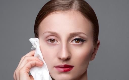 想脸上不长痘卸妆要做好 卸妆不用心会有皮肤问题