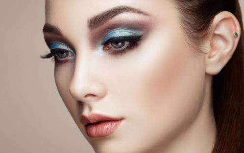 眼影上妆四部曲 教你画出有层次感的眼影