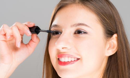 睫毛膏怎么涂才好看 简单几招就可以