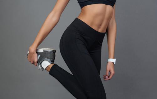 运动后浑身酸痛 教你用泡沫轴来做下肢肌肉放松
