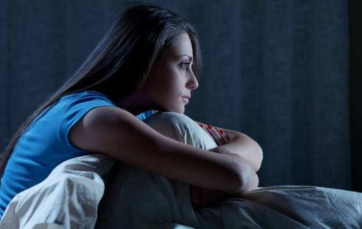 半夜容易醒来 失眠常由心理生理因素造成