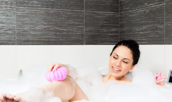洗澡时你会用沐浴露还是香皂 洗澡前要注意什么事情