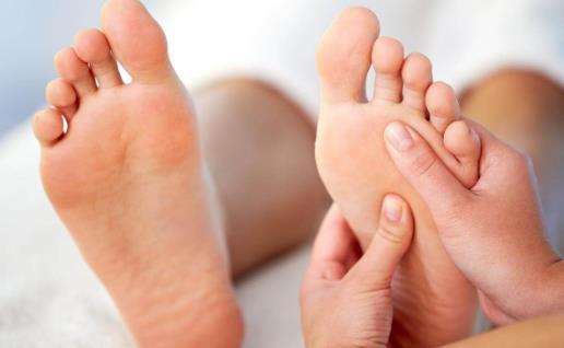 人老脚先衰 按摩脚部5大保健穴来强身健体