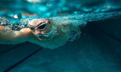 游泳时掌握水感是效率的关键 掌握技巧省力又保健