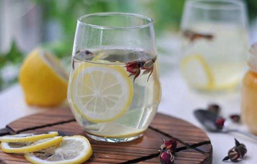 清晨一杯温开水是上佳的选择 早晨空腹选择水有讲究