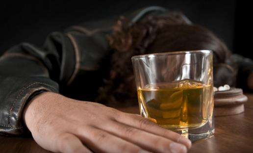 适度饮酒同样有致癌风险 长期饮酒引发心脑血管疾病