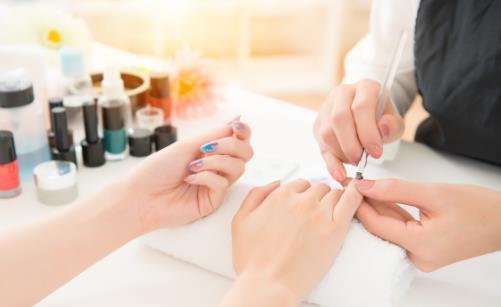 美甲店从业者患癌风险极高 美甲做不好会让指甲发炎