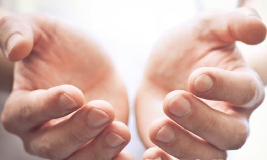 水泡久了手部皮肤为何会起皱 起皱的手指抓湿物更牢