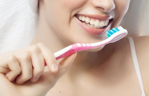 用不合适的牙刷刷牙太不卫生 正确的刷牙方式揭秘