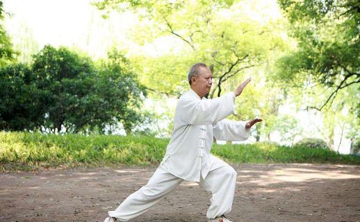 练好太极拳可有效缓解慢性病
