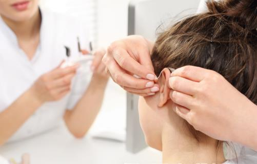 助听器应避免哪些环境使用 有关于助听器的日常保养