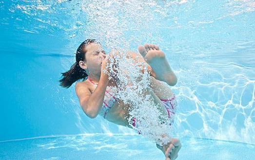 游泳时别犯这些错误!