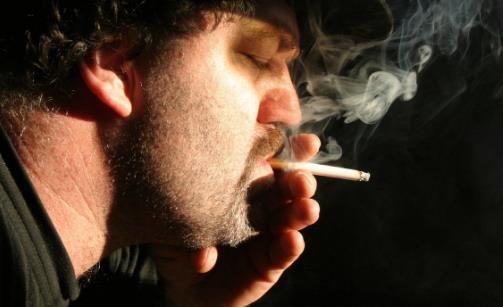 吸烟对健康的危害很大 长期吸烟到底会不会得心脏病