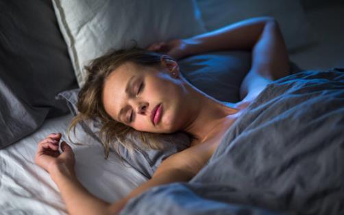 充足的深度睡眠对身体好处多 教你获得好的睡眠