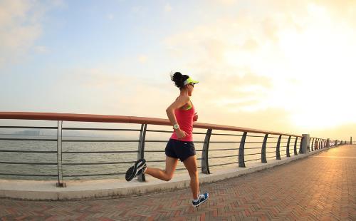 晨起后利于健康的保健事项 四种水早上起床不能喝